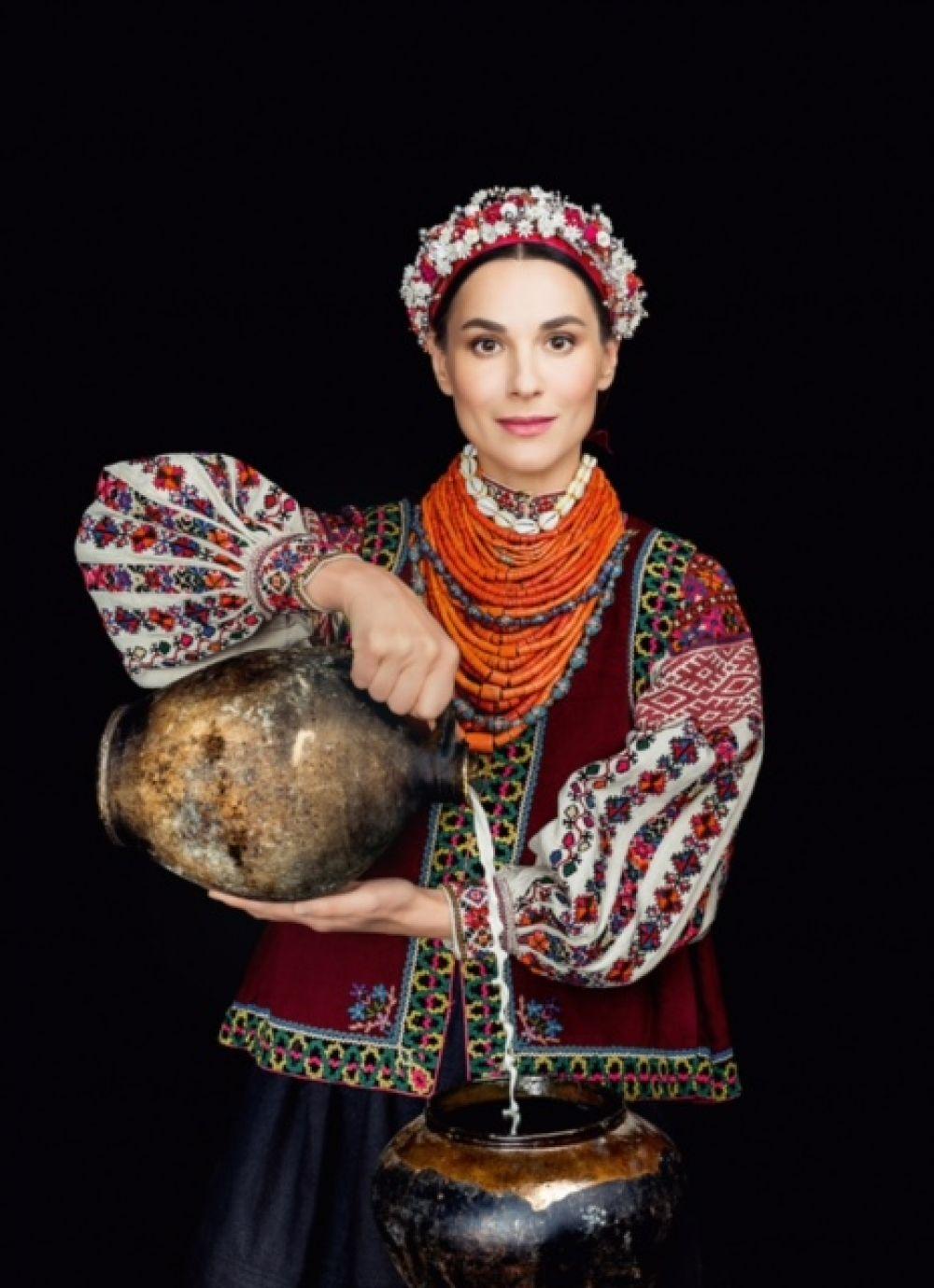Маше Ефросининой очень к лицу украинский национальный костюм