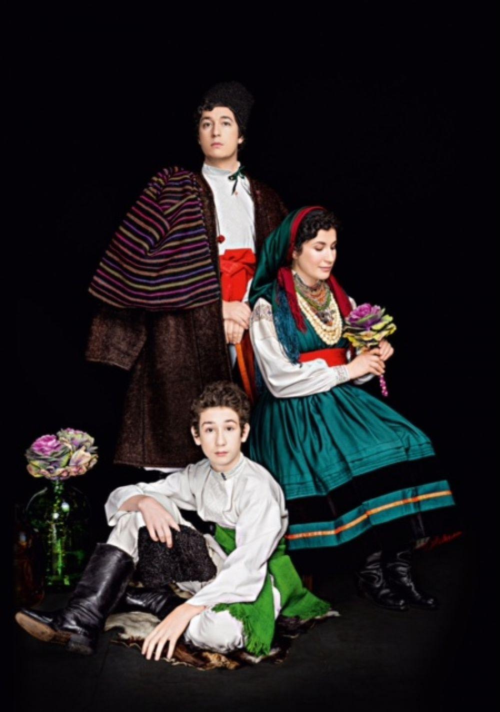 Семья Дмитрия Шурова колоритно выглядит в украинских нарядах
