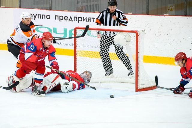 Хоккеисты нижнетагильского «Спутника» продолжили свою серию побед вматче с«Ижсталью»