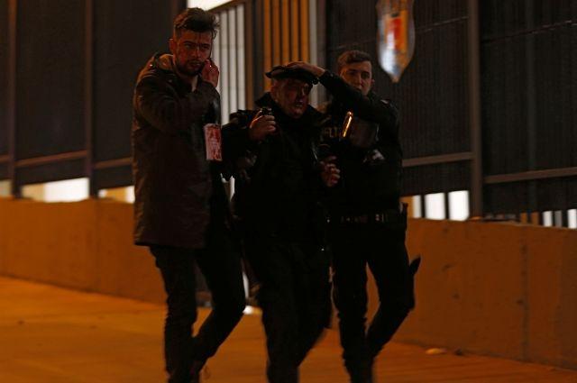 30 человек погибли в итоге взрывов вцентре Стамбула после футбольного матча