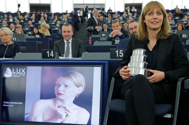Лучшим европейским фильмом стала австро-германская трагикомедия «Тони Эрдманн»