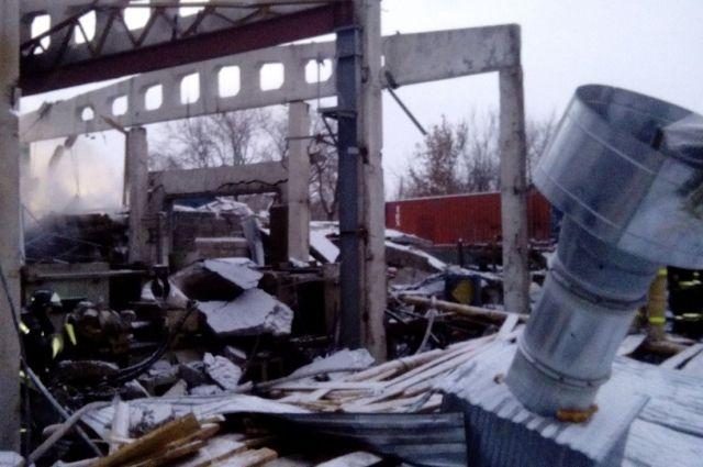 Здание сгорело дотла.