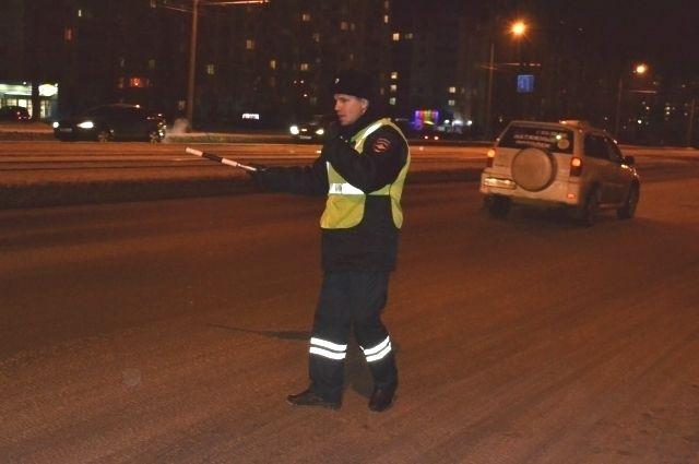 Ежесуточно на дорогах области дежурят более 200 экипажей дорожно-патрульной службы.