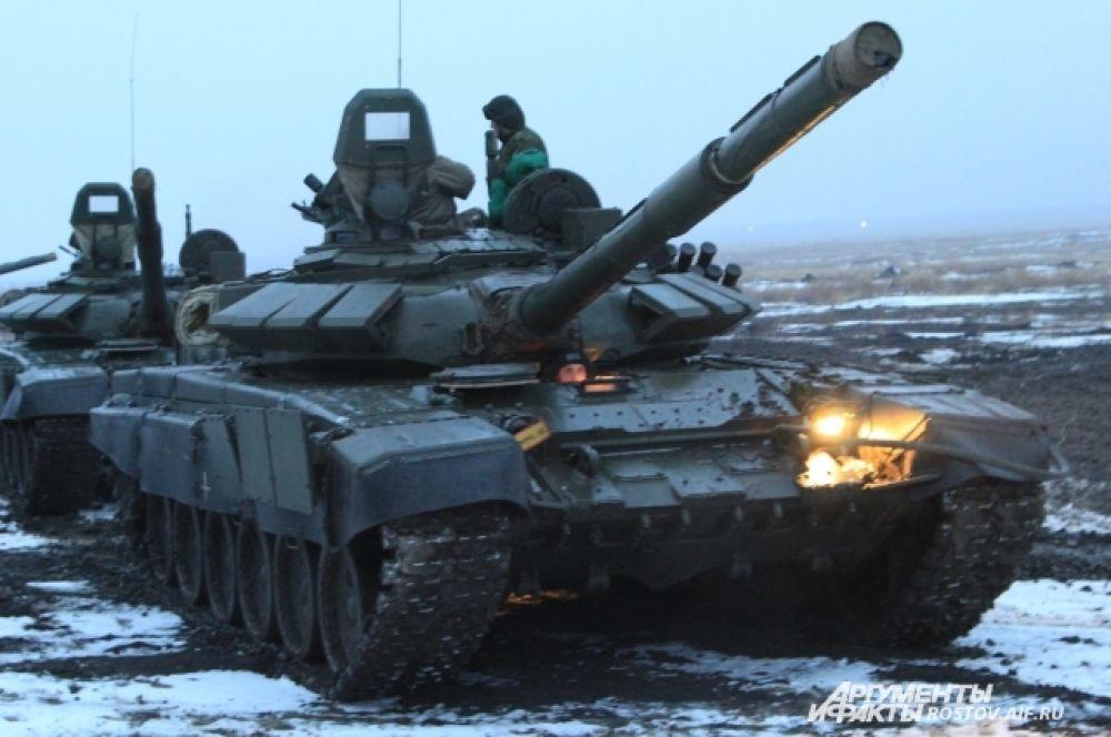 Российские танки показали высокую манёвринность в условиях бездорожья!