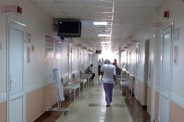 ВАксае изокна клиники выпала 9-летняя девочка