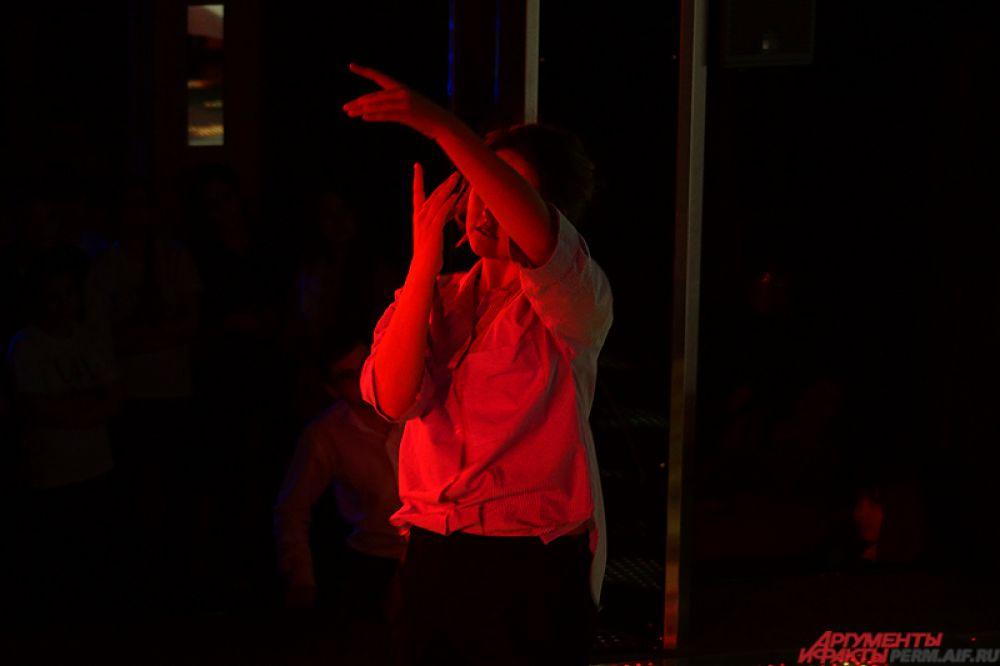 Девушки около месяца готовились к конкурсу – занимались с хореографами и стилистами, а также репетировали предстоящие творческие номера.