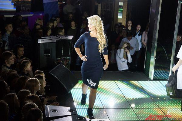 В рамках первого этапа под бурные овации зрителей пермячки вышли на главную сцену в одежде партнёров мероприятия.