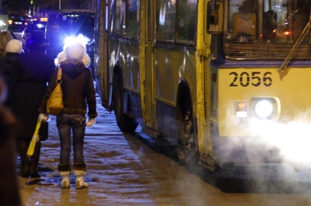 В Кемерове загорелся троллейбус.