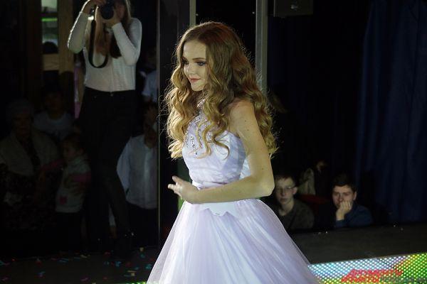 Завершающим этапом конкурса стало дефиле в вечерних платьях.