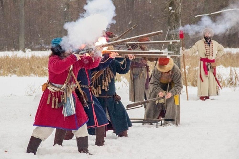 Кульминация фестиваля - схватка стрельцов с разбойниками.