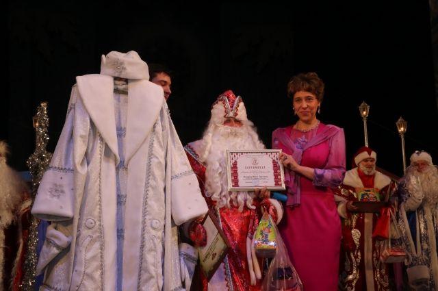 Главным призом стал эксклюзивный костюм Деда Мороза.