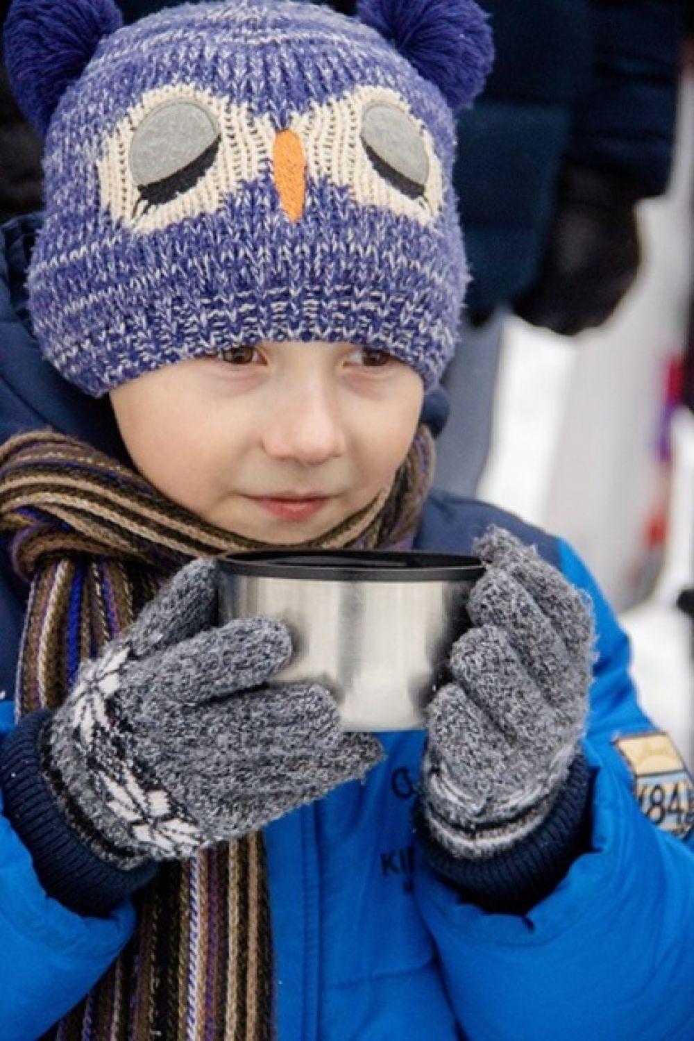 Горячий чай в морозный день всегда кстати.