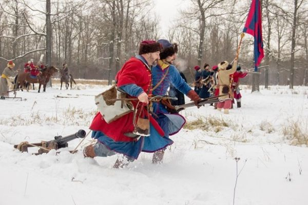 Пушки для сражения привезли из самой Москвы.