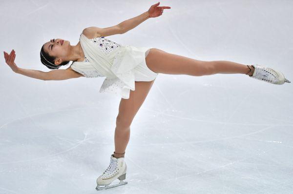 Второе место соревнований завоевала фигуристка из Японии Сатоко Мияхара.