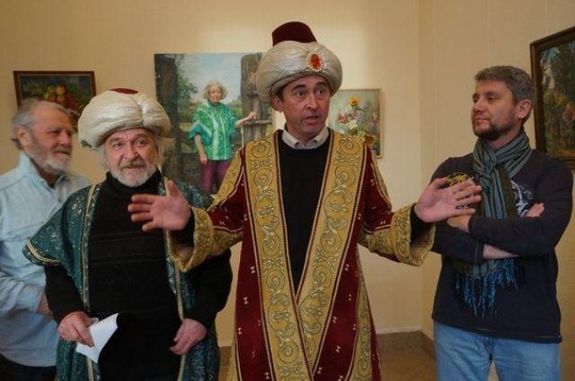 Художник Анвар Сайфутдинов изобразил политиков ханами.