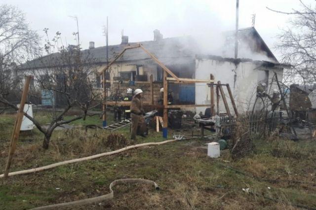Напожаре вСимферополе спасли женщину и 2-х маленьких детей