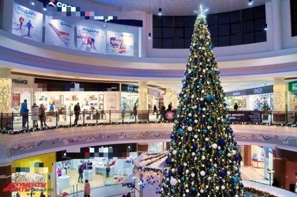 Елочки появились и в крупнейших торговых центрах.