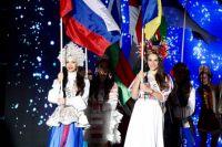 Юлия Ступишина (слева) на конкурсе Mrs. Globe 2016