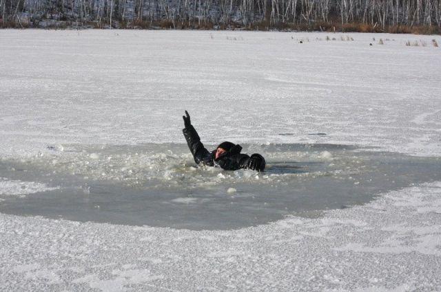 Возере Позняки водолазы обнаружили мужское тело — Киев