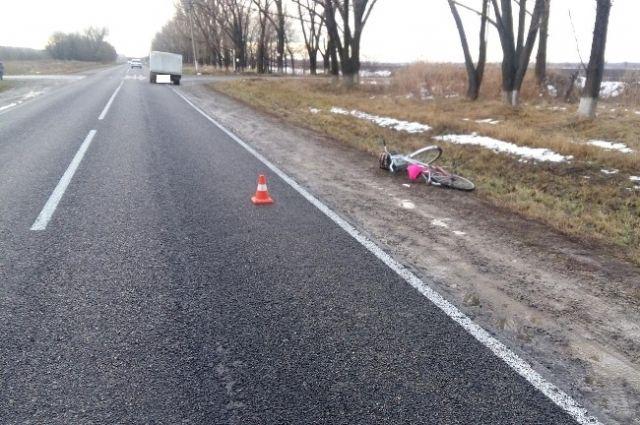 Натрассе «Невинномысск— Эрсакон» грузовая «ГАЗель» сбила велосипедистку