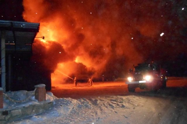 Натрассе М-4 вТульской области ночью сгорело придорожное кафе