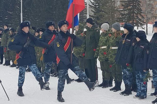 87 юргинцев пополнили ряды «Юнармии» и дали торжественную клятву.