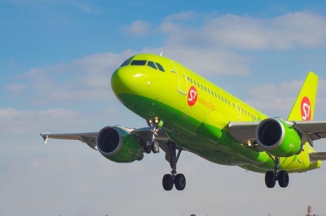 Летевший из столицы самолет совершил вынужденную посадку вЮгре. Причина— плохая погода