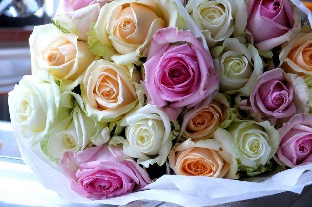 ИзОмской области вКазахстан отправили практически три тонны цветов