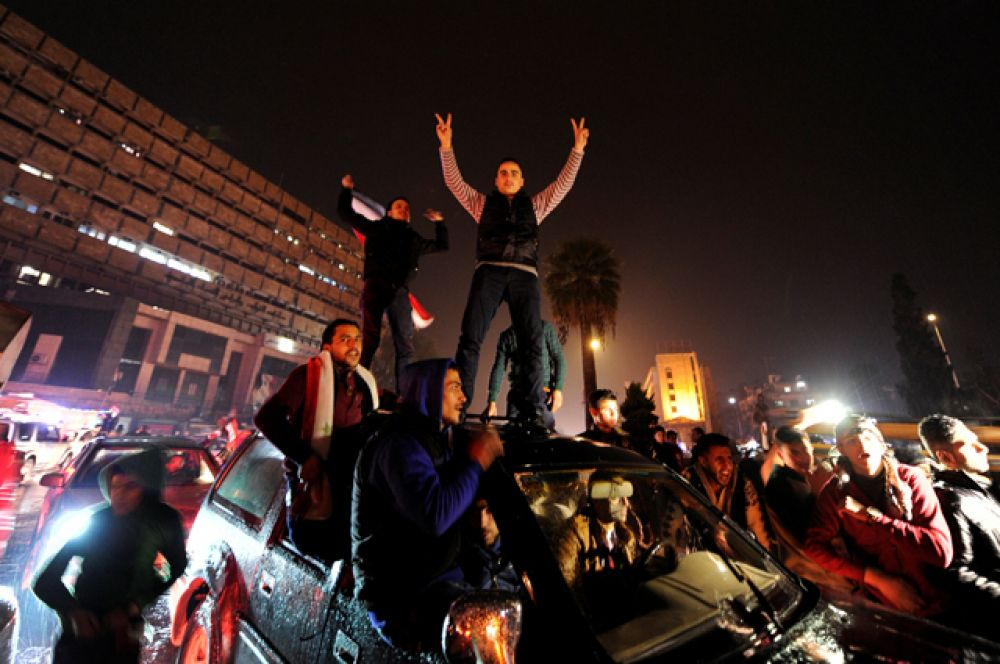 Известие об освобождении восточных кварталов города от вооруженных группировок вызвало народное ликование.