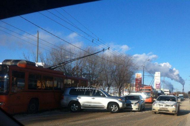 В Оренбурге произошло тройное ДТП участием троллейбуса