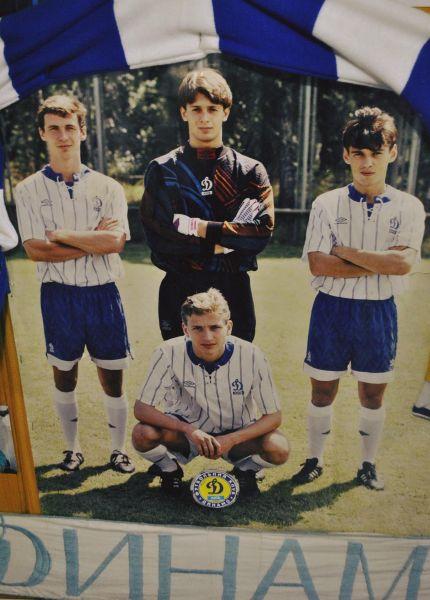 Здесь Александр на фото вместе с Владиславом Ващуком, Юрием Дмитрулиным и Сергеем Баланчуком. Такие молодые еще