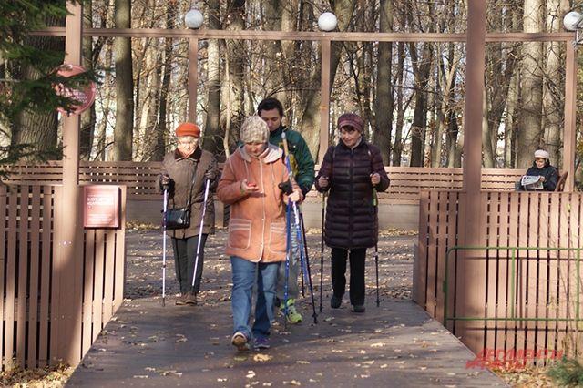 Один из самых важных показателей сохранения молодости – ежедневные прогулки по 30 минут.