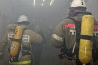 полчаса тушили пожар в административном здании
