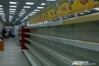 Пустые полки вернулись в Кемерово. Правда, власти обещают, что после Нового года откроются новые магазины на месте закрывшихся.