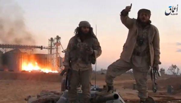 Боевики ИГ в большом количестве публикуют фото и видео из захваченного города.
