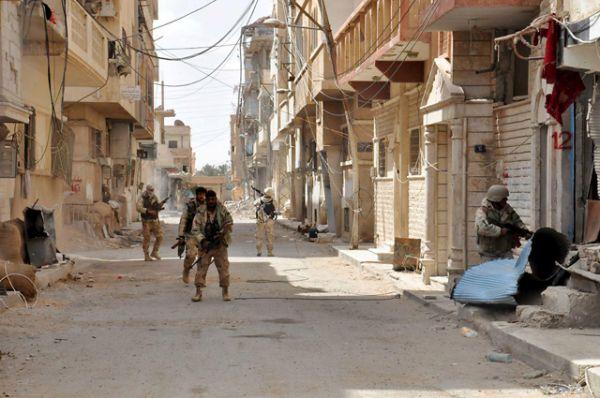 Перед отступлением сирийская армия эвакуировала местных жителей и закрепилась на окраинах города.