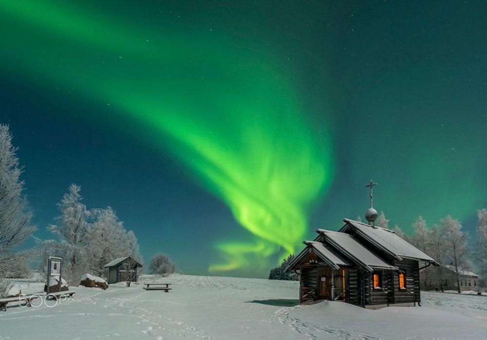 В Финляндии, да и вообще на Скандинавских островах привыкли к северному сиянию. Но все равно оно завораживает