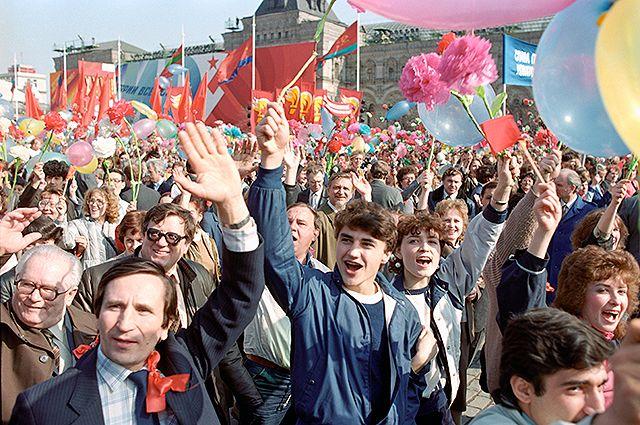 Жизнь в СССР была жёстко регламентирована.