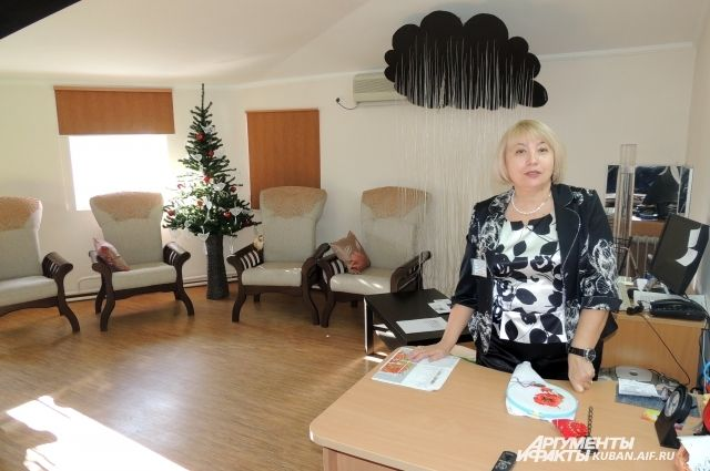 В этом кабинете психолог Центра Надежда Хомякова помогает обитателям отделения временного проживания снимать напряжение и настраиваться на позитив.