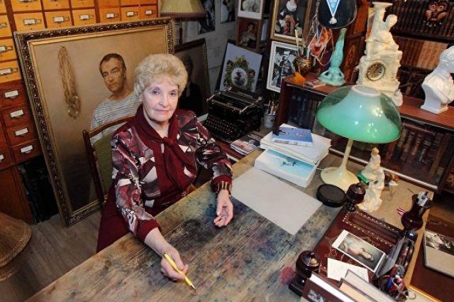 Кабинет писателя и сейчас сохранился благодаря стараниям жены. С любимым мужем.