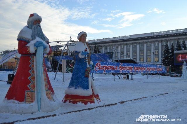 Первые снежные горки приняли своих посетителей.