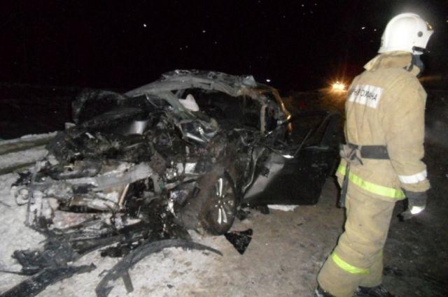 ВТульской области Опель Astra врезался в фургон: пострадали три человека