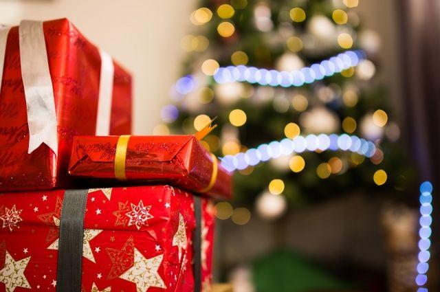 Заказы Деду Морозу дети делают через родителей.