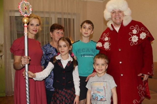ВОмске дедушка Мороз сам ожидает новогодние подарки