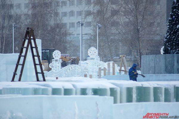 В центре города планируется возвести 21 ледовый объект – горки с 23 скатами, три ловушки, лабиринт, горки для малышей.