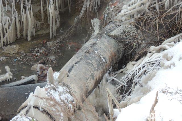 Прорвало трубопровод изатопило подъезды домов наЧТЗ
