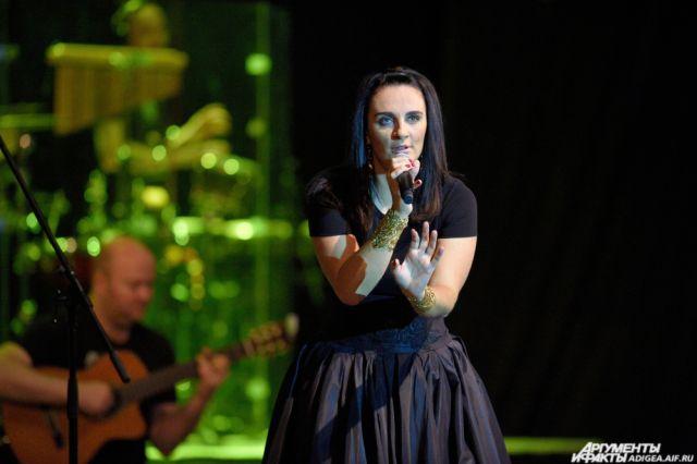 Елена Ваенга перенесла концерты вСамаре иТольятти из-за болезни