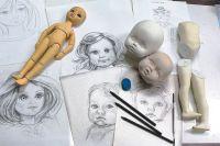Процесс создания куклы начинается в мастерской художников.