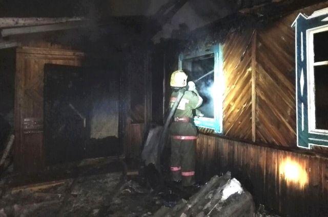 При пожаре в личном доме вИркутской области погибли три человека