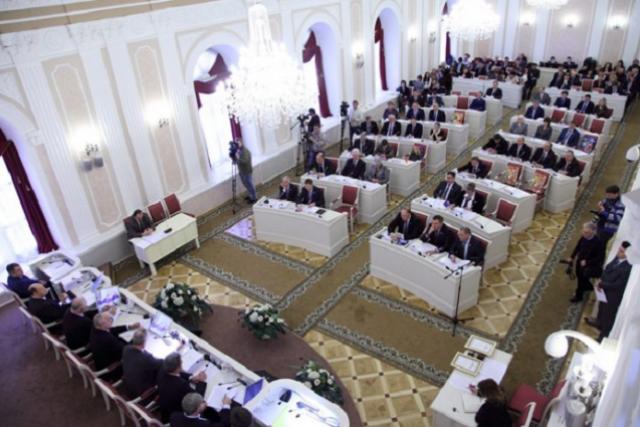 Заработная плата губернатора Ивана Белозерцева останется сокращенной